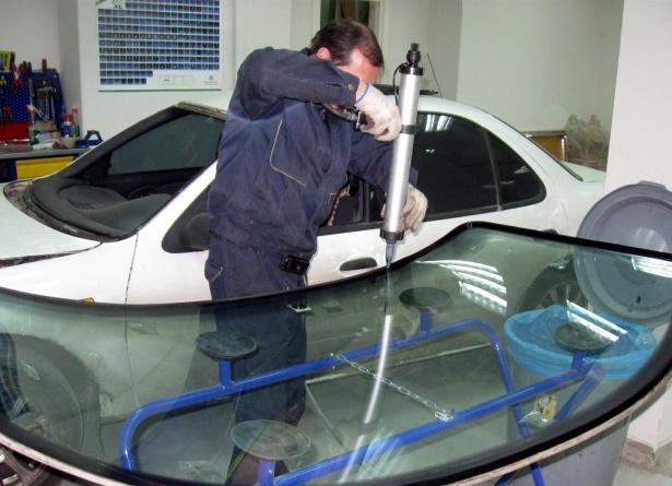 vw-touareg-steklo-nanesenie-kleya
